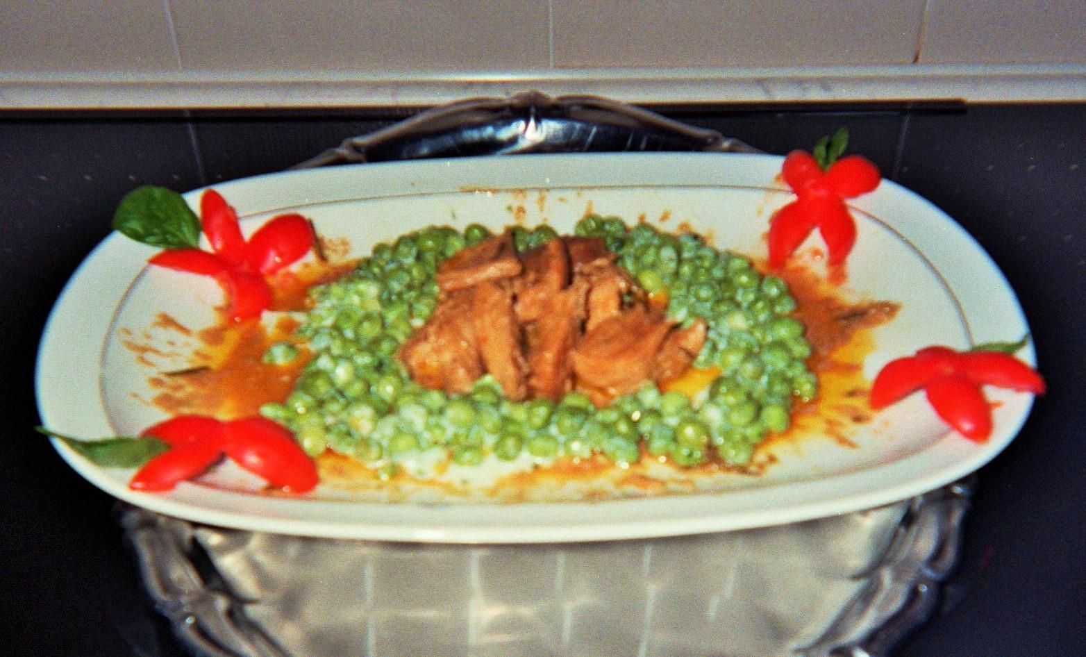 fesa di carne suina con piselli in crema