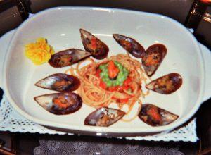 spaghetti e cozze e salsa di mare