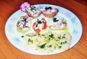 insalata-di-mare-in-verdure-al-forno-e-contorno-di-patate-alle-erbe